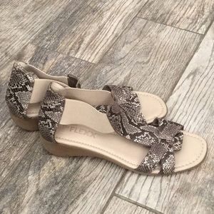 Shoes - The flexx sandals